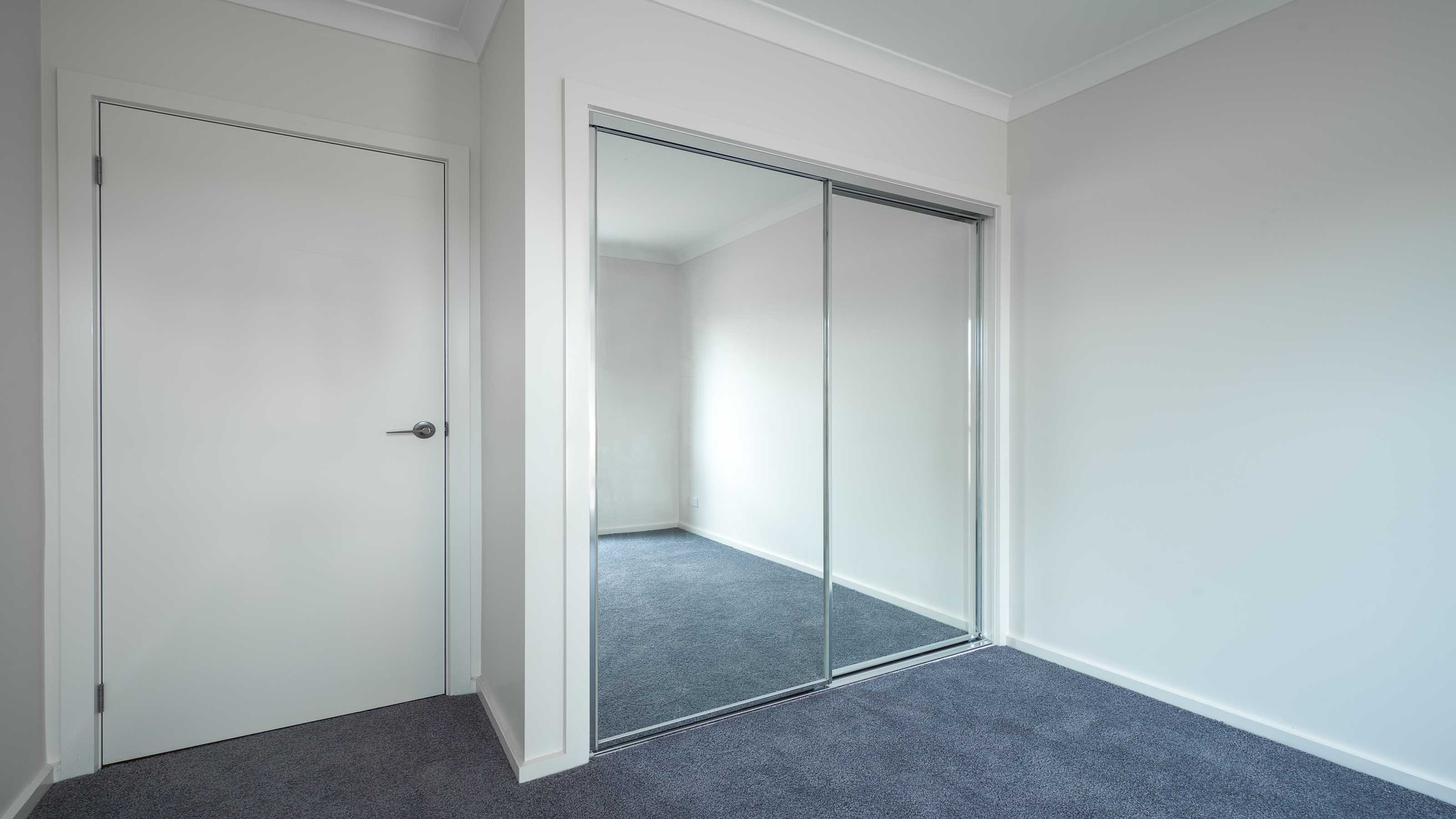 Wardrobe sliding mirror door geelong splashbacks motionglo for Sliding mirror doors